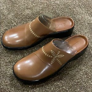 Clark's tan mules/clogs size 9 1/2